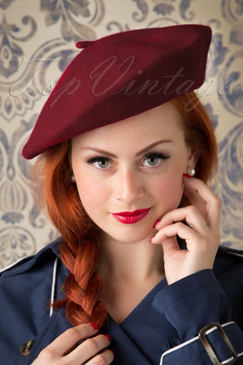 Collectif Clothing CarriePlain Beret Burgundy 202 20 20325 model01W