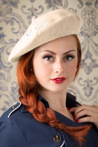 Collectif Clothing CarriePlain Beret Ivory 202 50 20326 model01W