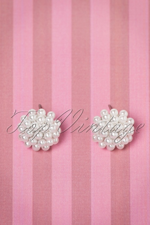 Collectif Clothing Delicate Pearl Earrings 330 50 20314 12062016 002aW