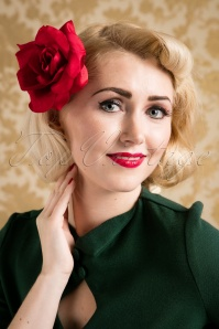 Paula Walks Collectif Clothing 50s A Rose is a Rose is a Rose in Red Hair Clip 15018 20161215 0021w