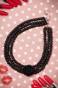 50s Pretty Rose Pearl Necklace in Black