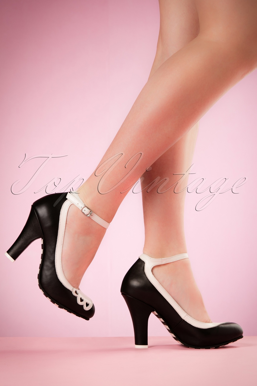 50s June Hearts Leather Pumps in Black