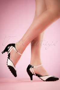 50s Kitten Wingtip Pumps in Black and White