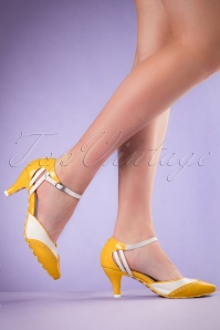50s Kitten Wingtip Pumps in Yellow and White