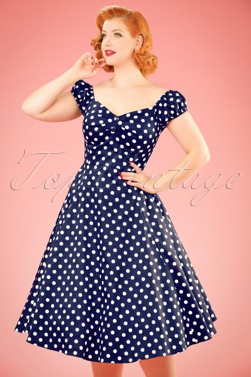 0782360ec12 Dolores Polkadots Doll Swing Dress Années 50 en Bleu Marine et Blanc