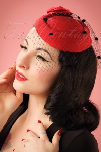 Dancing Days by Banned Mailyn Fascinator red 201 20 21120 03062017 model01W