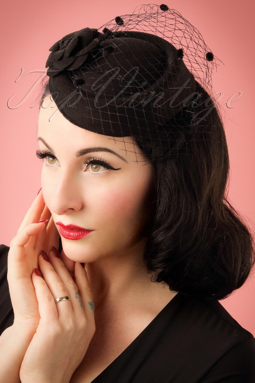 1950s Hats: Pillbox, Fascinator, Wedding, Sun Hats 50s Marilyn Fascinator in Black £15.35 AT vintagedancer.com