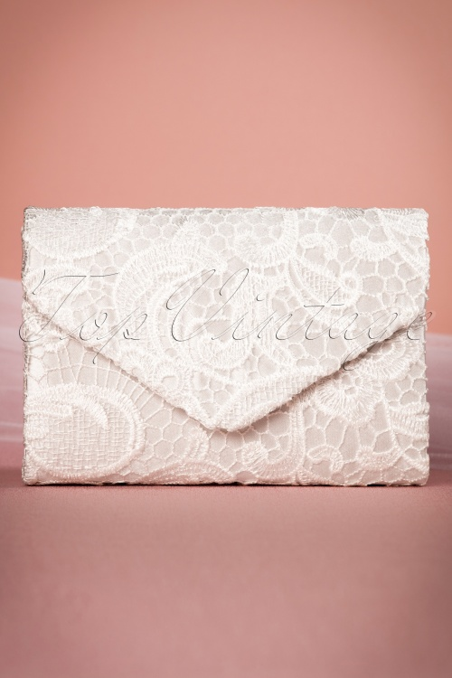 Darling Divine Lace Clutch in White 210 50 20817 03152017 017W