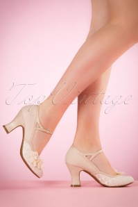Ruby Shoo Amelia Pumps in Cream  402 51 19815 model 03082017 006W