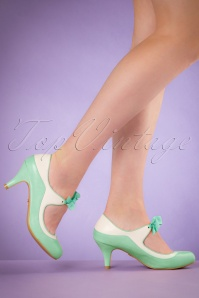 50s Jeannie Pumps in Mint and White