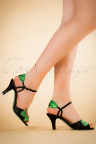 Banned Retro 30s April Love Hibiscus Sandals in Black