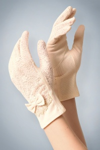 Unique Vintage 40s Ruth Lace Gloves in Cream