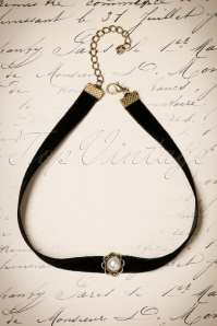 20s Victoria Small Pearl Choker in Black