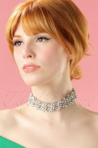 La Parisienne Silver floral Necklace 309 92 21750 04262017 002 modelW