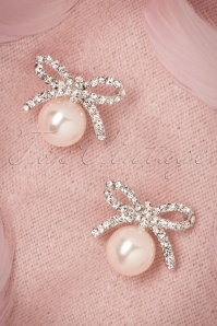 40s Pearl and Delicate Bow Earrings in Silver