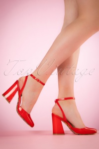 70s Unforgettable Lacquer Pumps in Lipstick Red