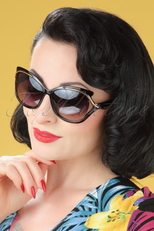 So Retro Retro Milano Sunglasses in Black 260 10 22092 20170505 modelW