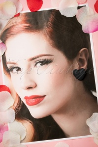 Collectif Clothing Velvet Black Heart Earrings 330 10 21646 01312017 023W