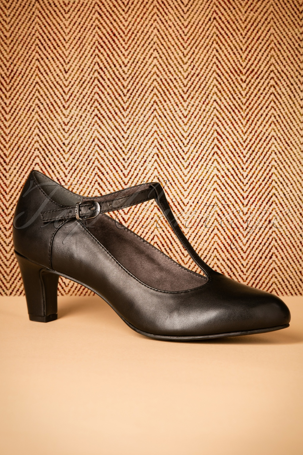 1940s Style Shoes 40s Neva T-strap Leather Pumps in Black £64.17 AT vintagedancer.com