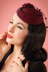 Dancing Days by Banned Mailyn Fascinator Burgundy 201 20 22215 03062017 model01W