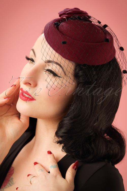 Dancing Days by Banned Mailyn Fascinator Burgundy 201 20 22215 03062017  model01W 082acfe2d6d