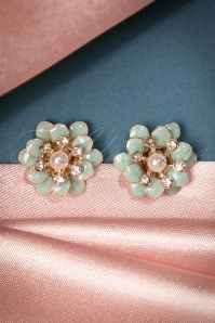 Lovely 1960s Style Flower Earrings 330 30 22694 20170828 0013w