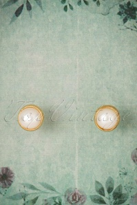 60s Gold Plated Planet Pearl Earstuds