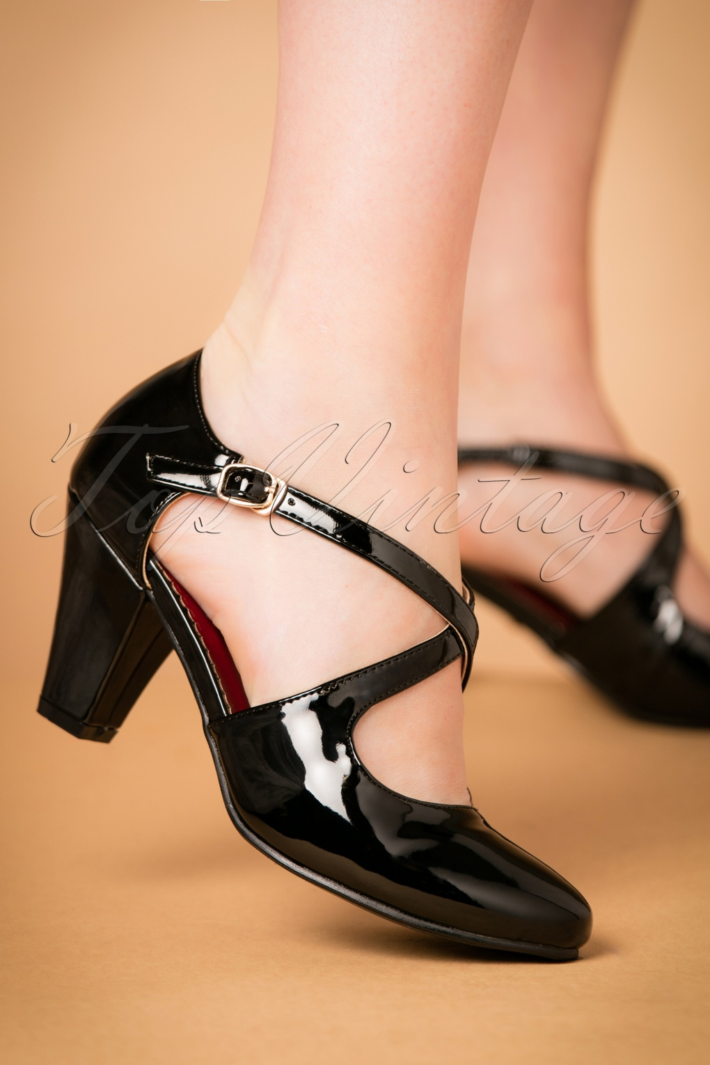 1920s Style Shoes 50s Lucille Laquer Pumps in Black £42.81 AT vintagedancer.com