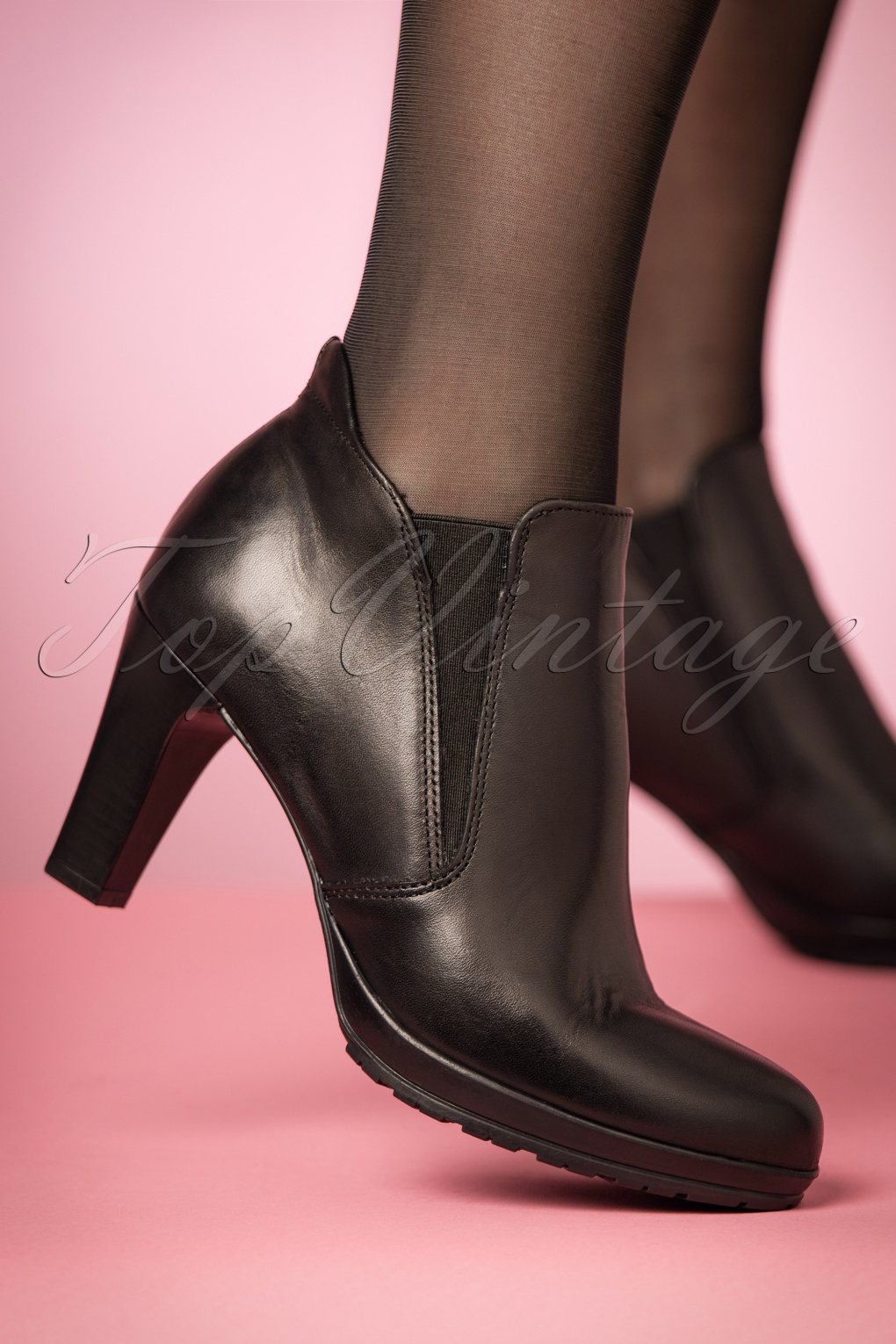 Retro Boots, Granny Boots, 70s Boots 50s Donna Leather Ankle Booties in Black £66.62 AT vintagedancer.com
