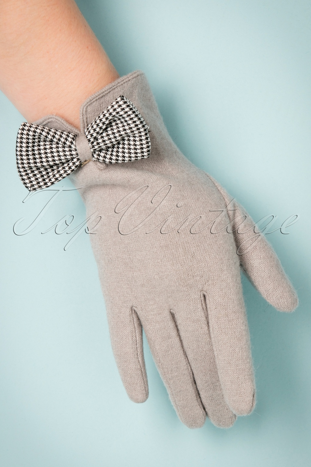 Vintage Style Gloves 40s Violet Wool Gloves in Grey £26.17 AT vintagedancer.com