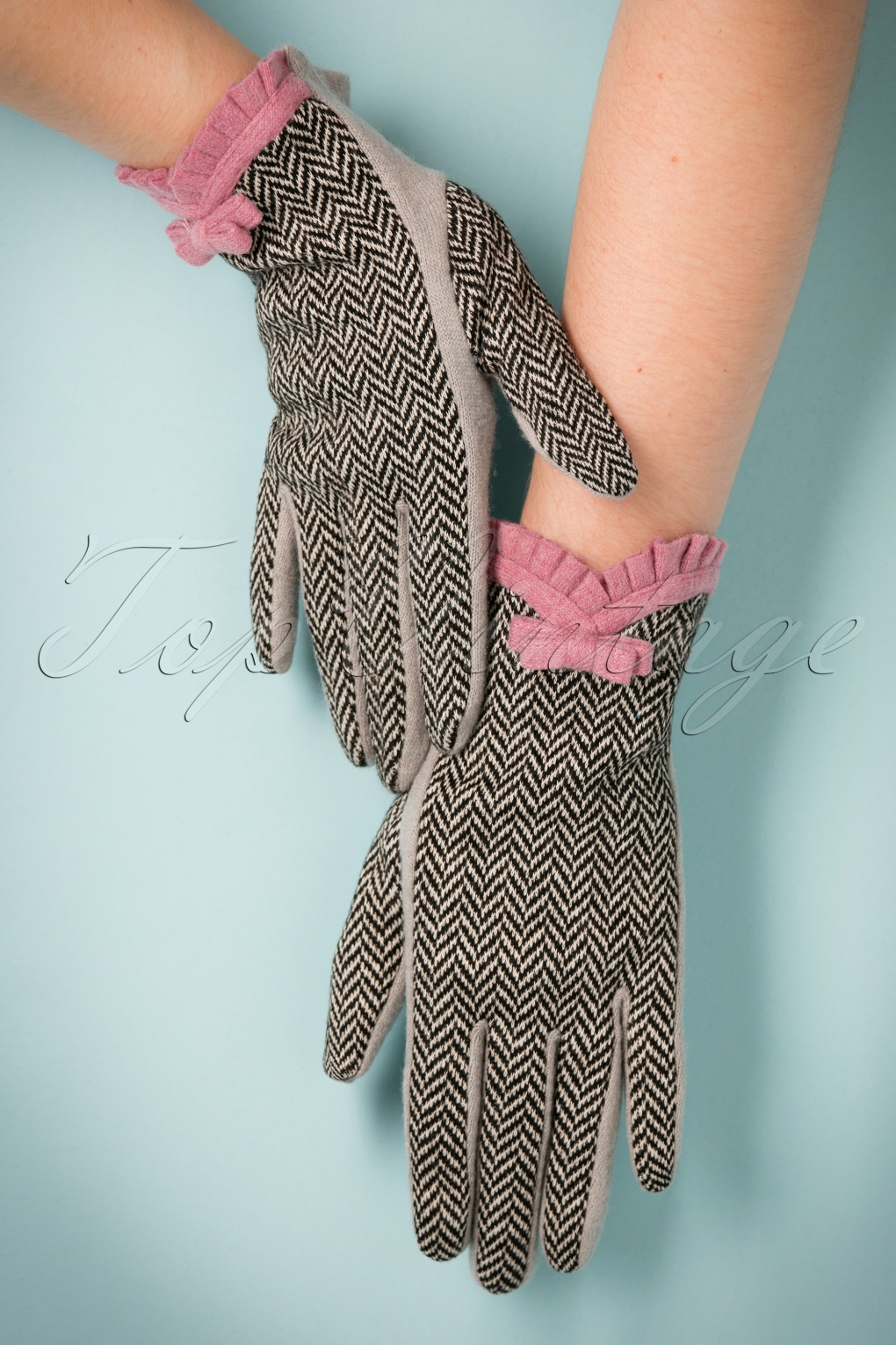 Vintage Style Gloves 40s Victoria Herringbone Wool Gloves in Grey £26.17 AT vintagedancer.com