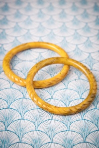 TopVintage Exclusive ~ 20s Narrow Carved Bangles Set in Banoffee