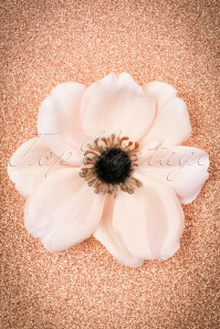 Lady Luck's Boutique 50s Lovely Anemone Hair Clip in Light Pink
