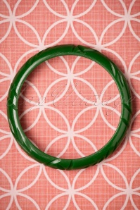 The Pink Bungaloo Carved slim bangle green 310 40 23891 12122017 003W