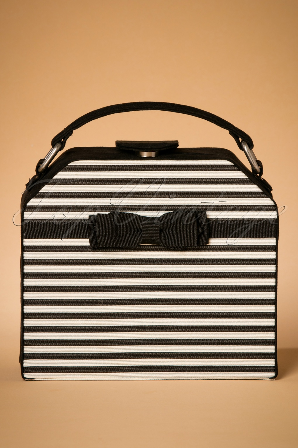 Vintage & Retro Handbags, Purses, Wallets, Bags 60s Tampa Handbag in Black and White £48.80 AT vintagedancer.com