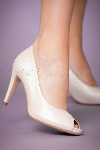 Tamaris White Pearl Heart Sole Pump 403 50 23436 model 25012018 002W
