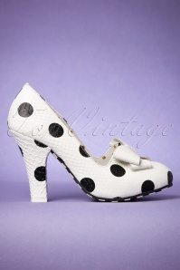 50s June Pick It Up Leather Dotted Pumps in Cream