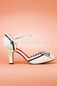 Dancing Days by Banned Mary Jane White Pumps 402 50 24142 31012018 001W