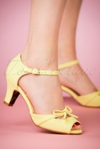 50s Tegan Peeptoe Pumps in Yellow