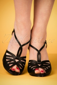 Bettie Page Aria Black T strap Sandals 401 10 23553 07022018 005W