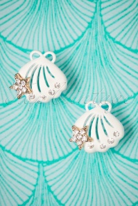 Seashell Diamante Earstuds Années 50 en Blanc