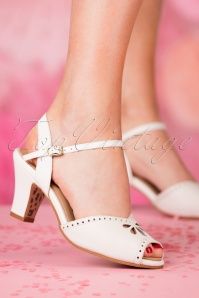 TopVintage Boutique Collection Ava Sandal in White 24410 27032018 005W