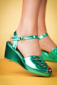 Lulu Hun Lily wedge in green 420 40 23780 25042018 001w