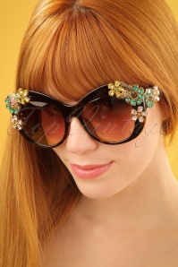 60s Spring Has Sprung Retro Sunglasses in Tortoise