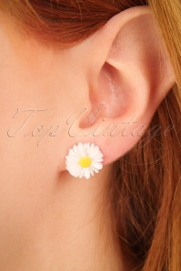 Glitz o Matic White Flower Earrings 330 50 24931 09052018 02W