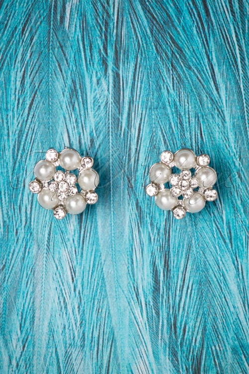 Lovely Audrey Post Earrings 330 51 26487 06252018 01W