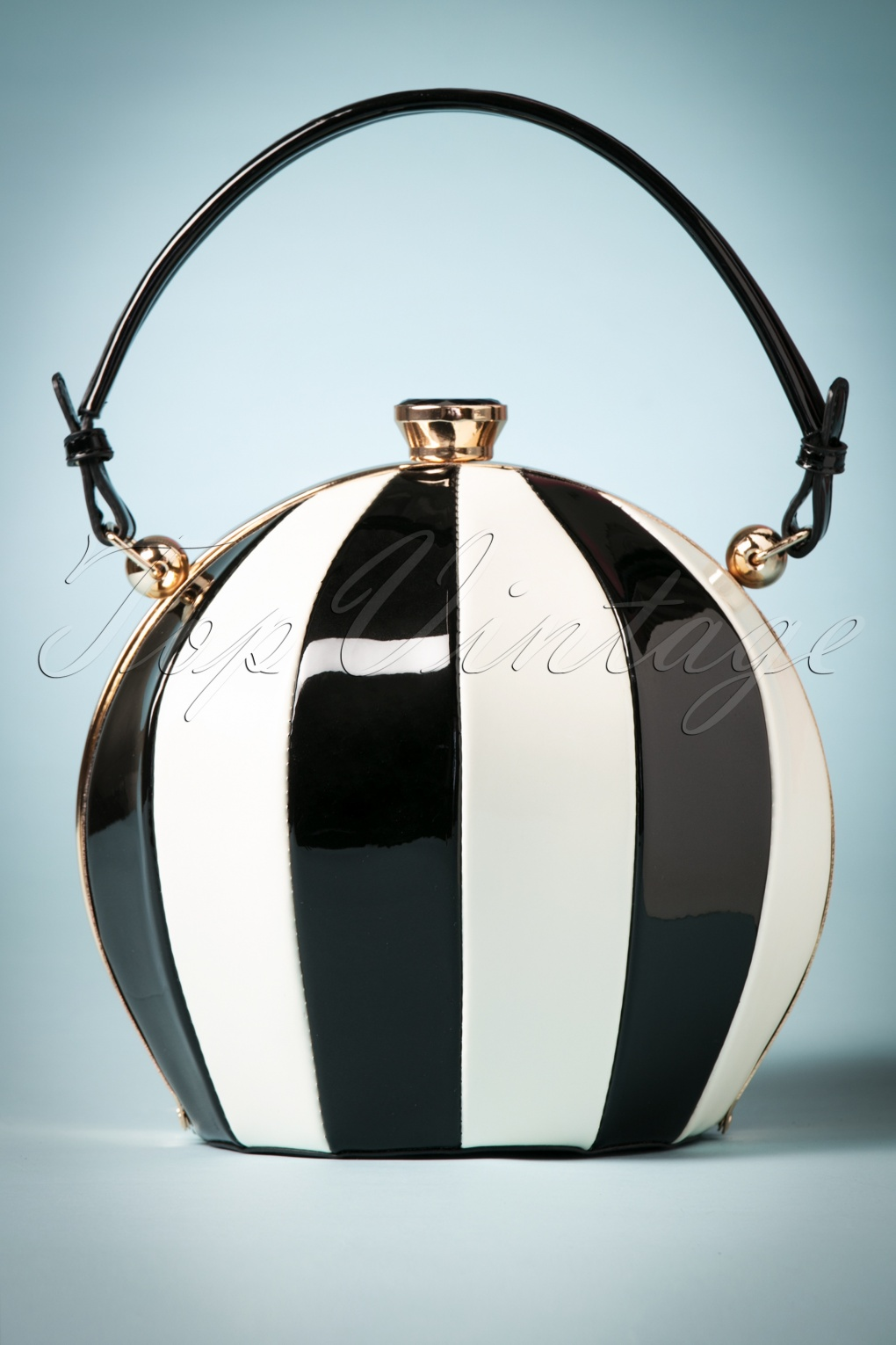 Vintage & Retro Handbags, Purses, Wallets, Bags 50s Vintage Fantasy Balloon Bag in Black and White �48.53 AT vintagedancer.com
