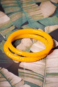 TopVintage Exclusive ~ 40s Narrow Yolk Heavy Carve Bangles Set in Yellow