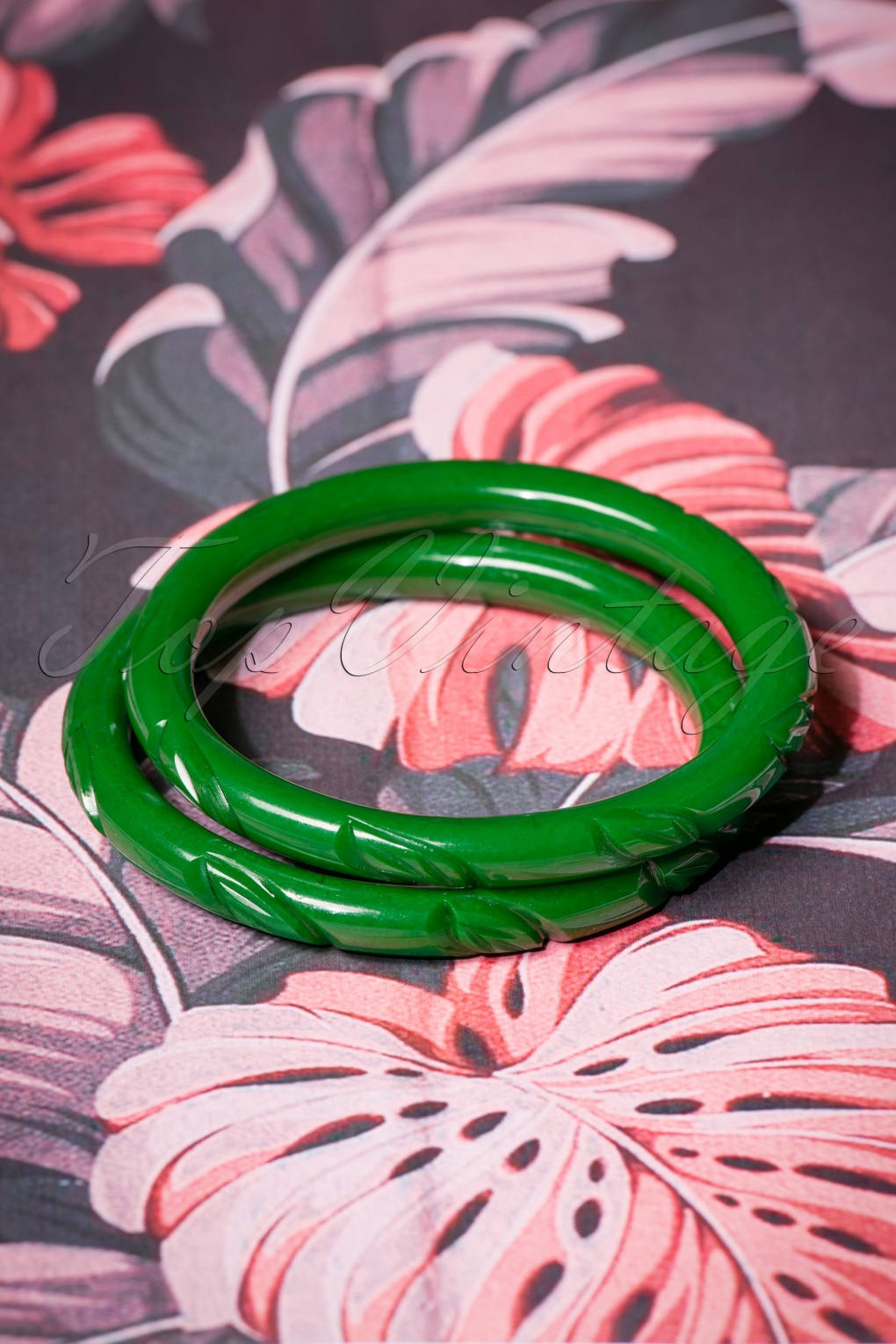 50s Jewelry: Earrings, Necklace, Brooch, Bracelet TopVintage Exclusive  40s Narrow Forest Heavy Carve Bangles Set in Green £11.38 AT vintagedancer.com