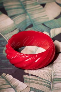 TopVintage Exclusive ~ 40s Wide Heavy Carve Bangle in Red